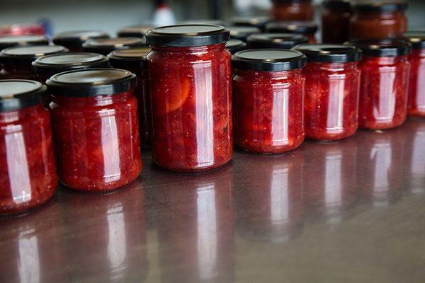 Des fruits, du sucre blanc, et une macération d'un minimum de 8 heures, voilà notre secret de fabrication