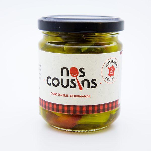Par petites quantités, nous fabriquons nos pickles et nos confitures artisanales dans des chaudrons en cuivre avec des fruits de saison.